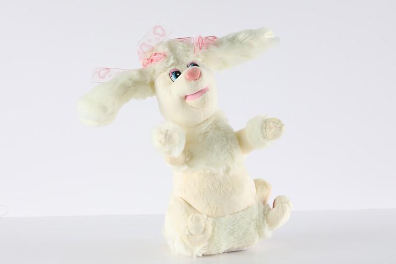 ارنب يتحرك ويغني